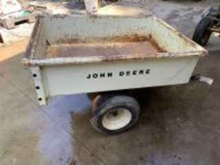 John Deere 80 Dogwood White Patio Cart