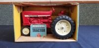 1/16th Ertl International BLUE BOX 544