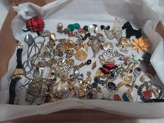 Costume Jewelery, Watches, Lapel Pins, Assortment
