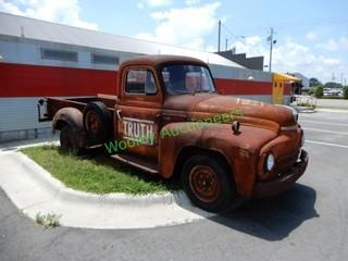1952 International Harvester L-120 Antique Truck