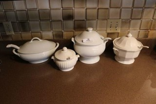 4 Lidded Tureens With Ladles