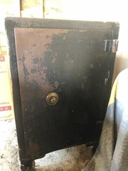 VINTAGE SAFE * NO COMBINATION *