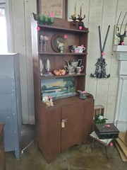 PRIMITIVE HUTCH - 1 DOOR CABINET