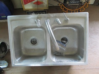 DOUBLE STAINLESS STEEL SINK W / FAUCET