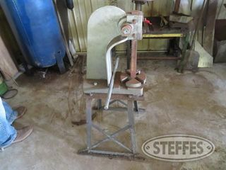 Shop press on stand 0 JPG