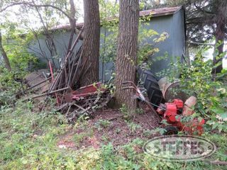 Misc iron pile w T post steel wheels scrap iron 0 JPG