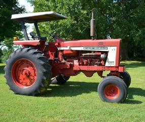 International Harvester Farmall 806 Diesel
