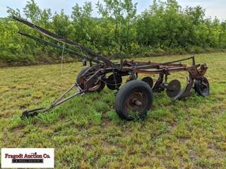 Case 3/14 ground trip plow