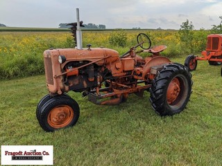 Allis-Chalmers B with mounted sickle mower, Narrow