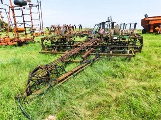 John Deere 1010 folding cultivator w harrow