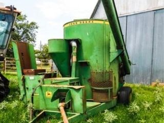John Deere 750 grinder mixer  needs work