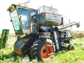 Allis Chalmers Gleaner G combine  not running