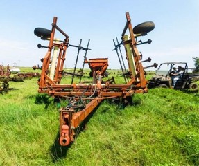 Krause 2330 30? field cultivator w/buster bars