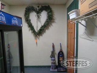Wreath 2 vacuums 0 JPG