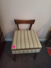 VERY NICE SEWING CHAIR