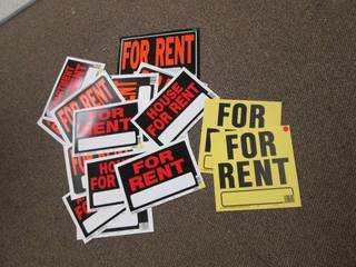Large Lot of For Rent Signs *Variou...