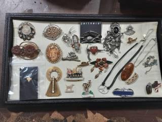 Lot Of Vintage German Pins (Schloss Linderhof), Charms, Misc