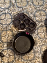 CAST IRON POT AND MUFFIN PAN