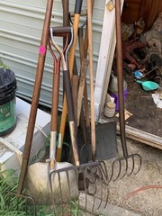 LOT OF GARDEN AND HAND TOOLS, PITCH FORKS, SHOVELS
