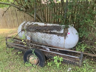 GRILL MADE FROM TANK ON TRAILER AND METAL