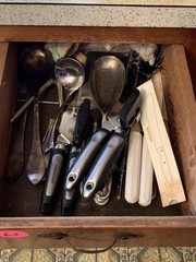 DRAWER LOT OF KITCHEN UTENSILS