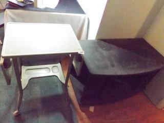 Metal Green Desk w  Wheels  Black Cabinet