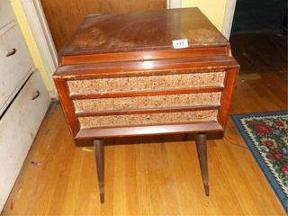MW Record Player in Wood Cabinet