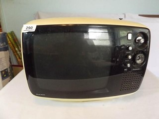 Vintage Panasonic TV 16  x 12  x 9