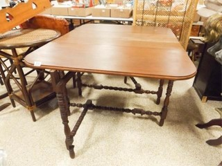 1920 s Drop leaf Gateleg Table