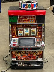 Outlaw Slot Machine Game