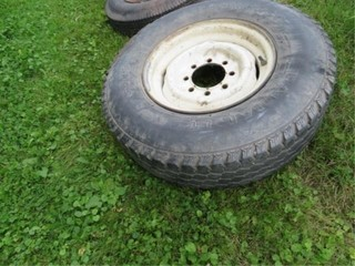 235/85/16 tire on 8 hole Ford Rim