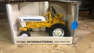 INTERNATIONAL CUB TRACTOR SPECIAL EDITION 1/16
