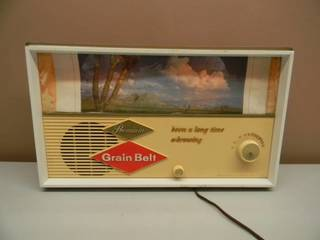 VINTAGE..GRAIN BELT BEER SCOREBOARD RADIO..WOW! - VERY NICE! - WORKS! - ORIGINAL! - JUST NEEDS A NEW SCOREBOARD, $10.00 ON EBAY - SEE PICTURES!