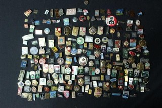 Approx. 225 Colorful Assorted Pins