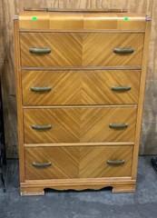 4 Drawer Dresser: Needs Repairs: 32