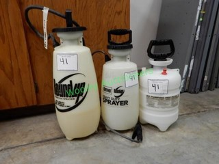 Four Hand Pump Sprayers in Group