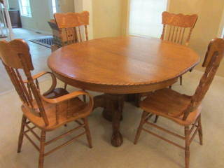 Round Oak Table & Chairs