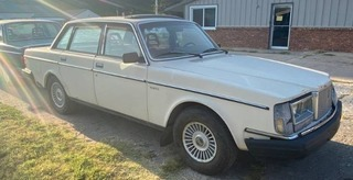 1983 Volvo Gl with Title