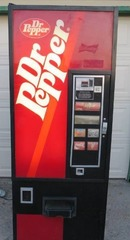 Commercial Dixie Narco 276   DR PEPPER Machine   Gets Cold and Takes Money