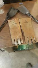 Fireplace gloves and 2 shovels