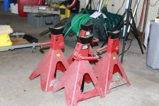 Set of (4) 6 ton Jack stands Great condtion