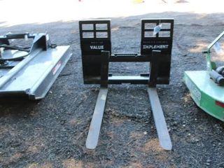 Set of pallet forks for skidloader
