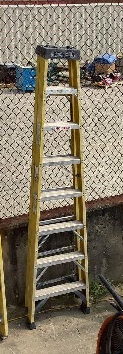 Green Bull 8' Step Ladder