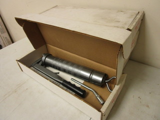 DELUXE LEVER GREASE GUNS - NEW