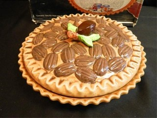 Pecan Pie Plate w Cover