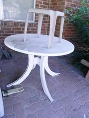 Plastic Tables  1 39  diam  X 29  h