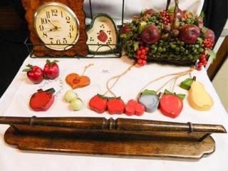 Apple Decor  Spartus Kitchen Clock
