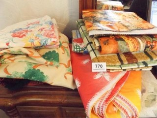 Tablecloths   Cloth  Plastic    10