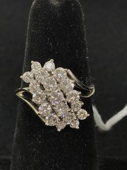 Ladies 14kt White Gold Diamond Ring. The Cluster