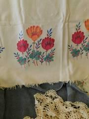 Vintage Tablecloth   Doiley Set